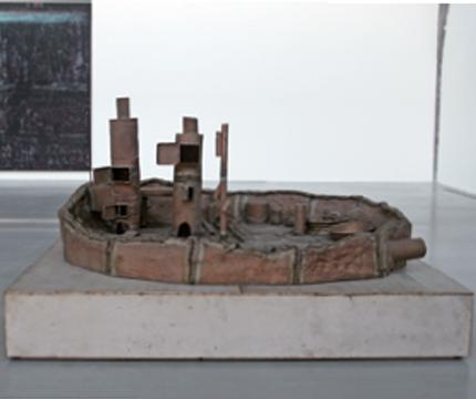《负债盆2》,2011年,青铜, 243.8 × 243.8 × 50.8厘米