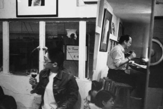 David Clarke, Leung Ping-kwan Reading a Poem at Visage I, Central, 4 May 1996, black-and-white print from negative