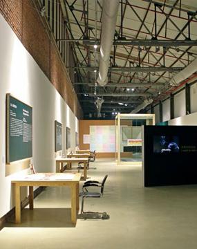 """""""惯例下的狂欢""""展览现场,2013年,OCT当代艺术中心,深圳"""