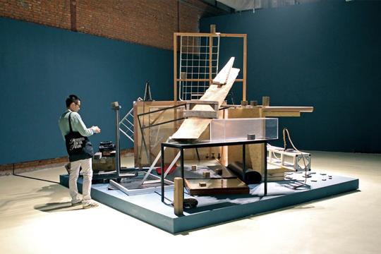 胡昀,《我们生产什么?》,展览现场,2012年