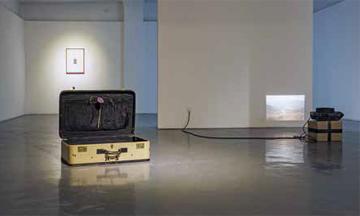 《轻拿轻放》,2013年,展览现场,上海艾可画廊