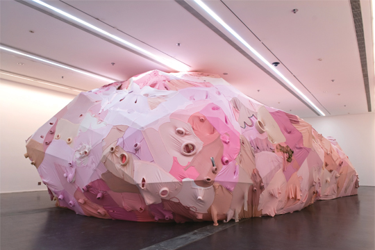 Introspective Cavity, 2008, used clothes, stainless steel, mirror, sound, sponge, installation, 1500 x 900 x 425 cm