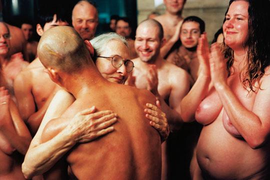 张洹,《我的美国 (水土不服)》,1999年,行为表演, 西雅图美术馆