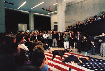 张洹,《五十颗星》,2003年,行为表演,辛辛那提 当代艺术中心