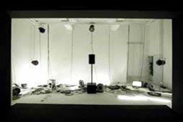 《毕达哥拉斯》,2013年,四频录像(33分50秒)、自动窗帘幕布、八声道音频、灯光设备、风扇、效果控制器