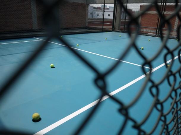Xu Qu, Tennis Court, 2014, installation view, Taikang Space, Beijing. Courtesy of Taikang Space.