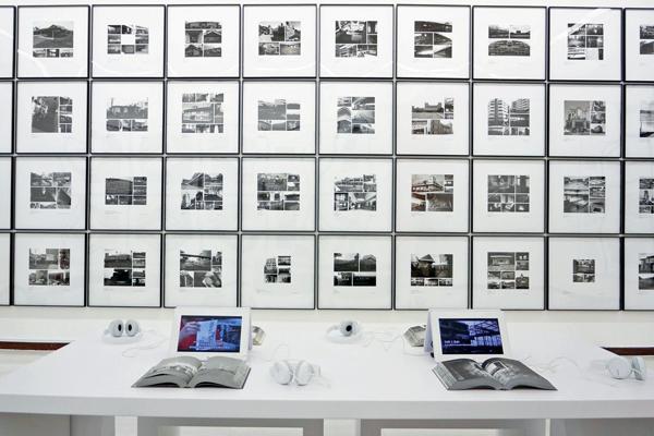 """从2010年起, 台北艺术大学美术系与台湾师范大学美术系共五十几位学生, 同意他们的老师— 艺术家姚瑞中的倡议, 以全台湾""""蚊子馆"""" (耗巨资建成却被闲置的公共建筑) 的调查作为该学期的作业, 此名为""""海市蜃楼""""的艺术项 目经 由媒体报道, 引起政府关注。 图为目的展出场景。"""