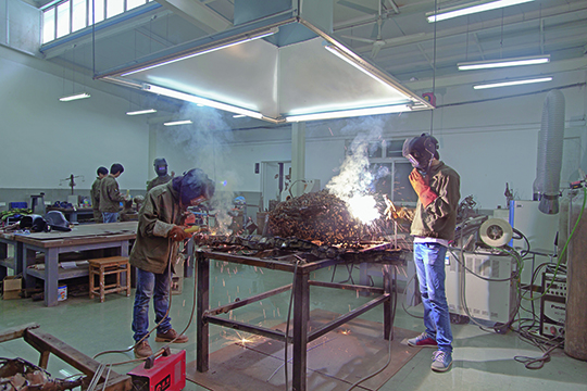 A welding course in the sculpture department of the Nanjing University of the Arts School of Fine Arts.