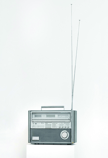 Weltempfänger (World Receiver), 1982, Multi-band radio receiver, 37 x 51 x 20 cm, Collection of the artist. PHOTO: Jens Ziehe, Berlin