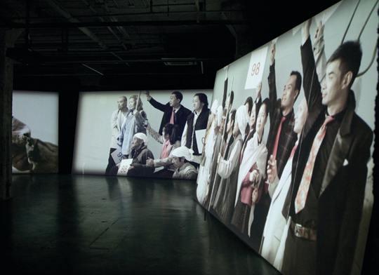 《上拍的血色》 5频道同步录像装置作品,8分钟