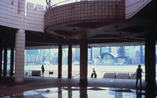 多米尼克·冈萨雷斯-弗尔斯特,《中环》(截屏),2001年,超8 毫米及35毫米转载于DVD,10分30秒