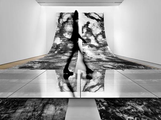 冰逸,《万物》,2013年,宣纸水墨,2000 厘米 x 300 厘米 x 6 卷