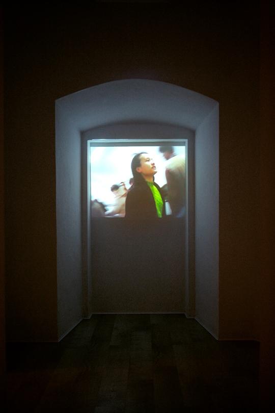 阚萱,《阚萱 哎!》,1999)年,单频道录像,1分22秒 图片来源:艺术家及GALLERIA CONTINUA,San Gimignano / Beijing / Les Moulins
