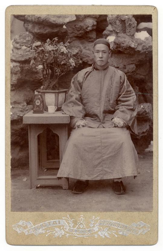 《北京》,19世纪90年代至20世纪10年代 16.2×10.5 厘米,银盐纸基橱柜照片,丰泰照相馆