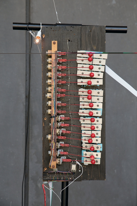 Oni-Bi (Fen Fire), 2013-14 Glockenspiel, solenoid, drumstick, net window, conductive strings, approx. 250 x 300 x 80 cm PHOTO: Kuniya Oyamada