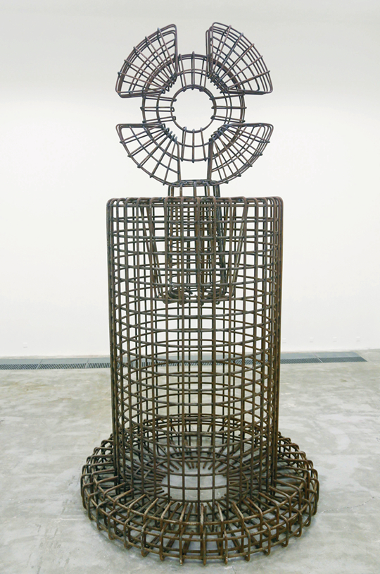 Shao Yi, Fetish: Object in nonsense, 2014-2015 Screw-thread steel, 525 x 280 x 280 cm