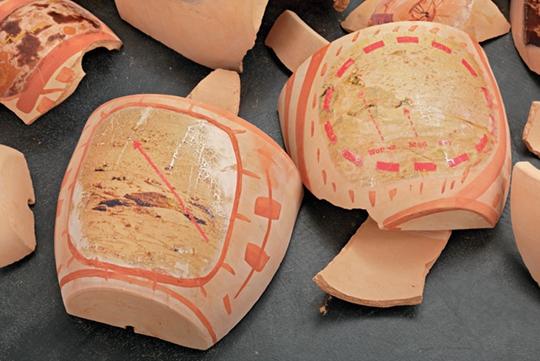 Pathfinder, 2014 Terracotta pots, digital print on decal, ochre, 30 x 120 x 120 cm Courtesy Kraupa-Tuskany Zeidler, Berlin PHOTO: Hans-Georg Gaul