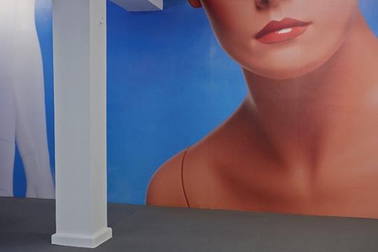 凯特·库珀,《操纵》,2014年,展览现场
