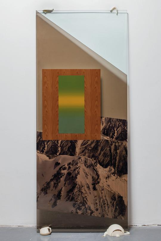 周思维,《风景支架》,2013年 茶色玻璃,数码喷绘,树酯3D打印, 170×170厘米