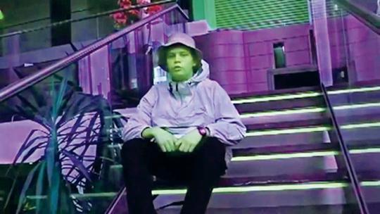 扬·利恩,《高丽参脱衣舞2002》,2013年,视频截图