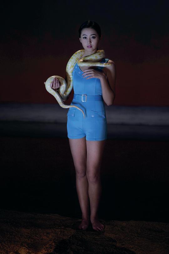 杨福东,《1天色•新女性 II》,2014年,摄影,彩色喷墨打印,180×120 厘米