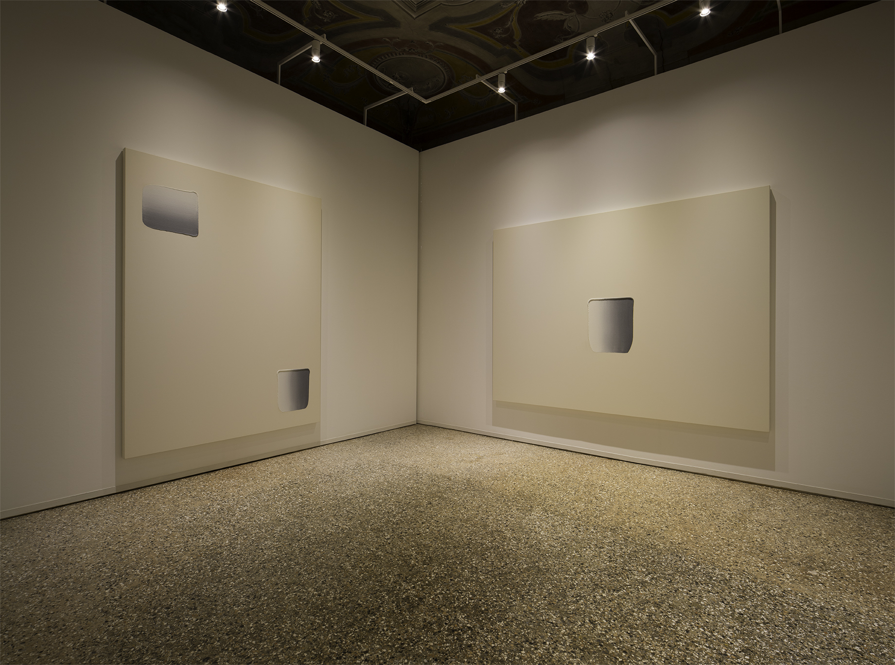 Installation View. Dansaekhwa, collateral event of the 56th International Art Exhibition - la Biennale di Venezia, 2015.  Photo by Fabrice Seixas. Image Provided by Kukje Gallery.