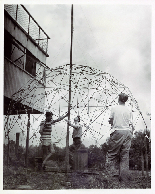 Class with Buckminster Fuller, Lake Eden Campus, 1949 Courtesy Western Regional Archives, State Archives of North Carolina PHOTO: Masato Nakagawa