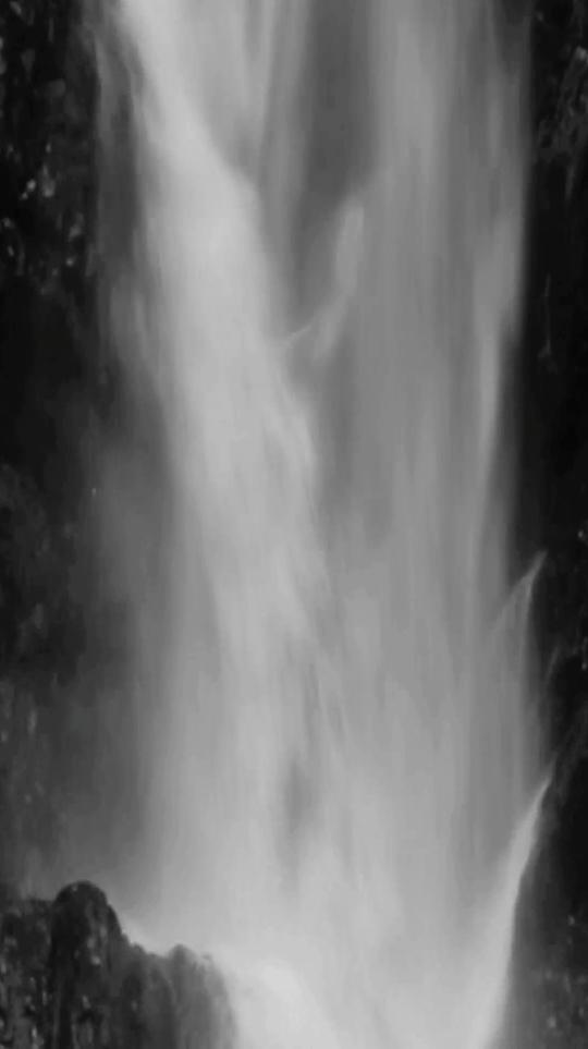 《Waterfall》,2015年,五频影像装置