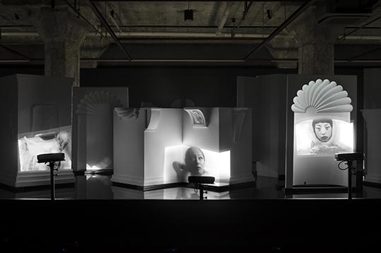 杨福东,《八月的二分之一》,2011年,录像装置
