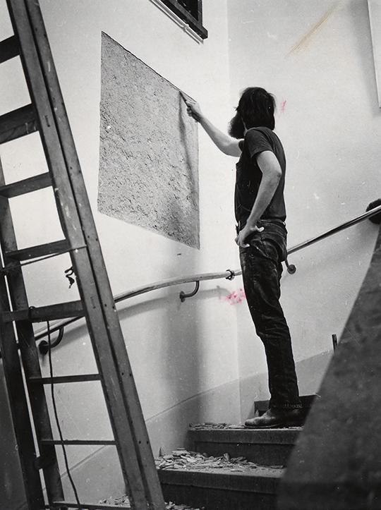 维纳,《移除一块36×36寸的墙板或承重墙的石膏墙皮或壁板》, 1969年, 表演