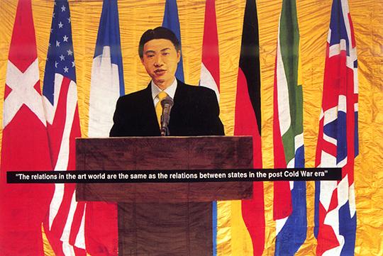周铁海, 《新闻发布会》, 1998年, 报纸上水粉和金粉, 290 × 390 厘米
