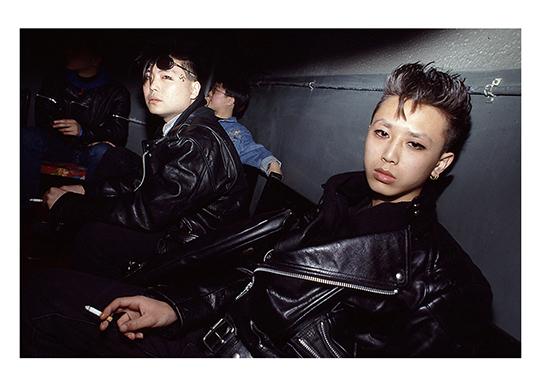 """""""做梦""""乐队的吉他手吴珂(前)在钛金, 俱乐部, 1992年, 摄影:王迪"""