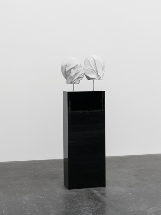 Elmgreen & Dragset Untitled (After the Lovers), 2015, marble, stainless steel; plinth: MDF, black high polish lacquer 40x 53 x 28cm Photo: Eric Gregory Powell Courtesy the artists
