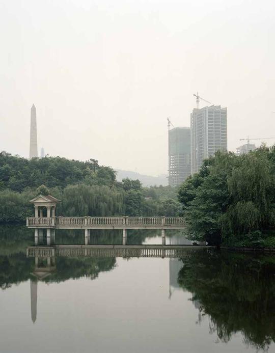 王博,《异质景观 No.33》 2009年,摄影,101.6 ×127厘米