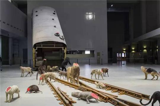 Head, 2011-2016 Vue de l'exposition « Bâton-Serpent III: Spur Track To The Left », 2016, Power Station of Art, Shanghai Source : PSA